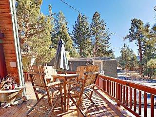 2BR + Loft Chalet w/ Deck, Private Hot Tub & Views - 5 Mins to Bear Mountain