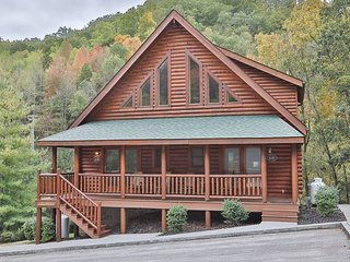 2BR Cabin at Smoky Ridge Resort w/ Private Hot Tub Overlooking Cove Creek