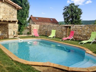 Rustic, 5-bedroom house with countryside views and a private pool!
