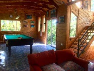 Casa con SALON DE POOL y orilla al Lago Colbun