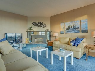 Gorgeous condo w/ lovely views and a shared pool & sauna, across from the beach!