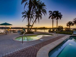 Private Beach/Access, Renovated with Quality Furnishings, Pools/Spa on Gulf & Ba