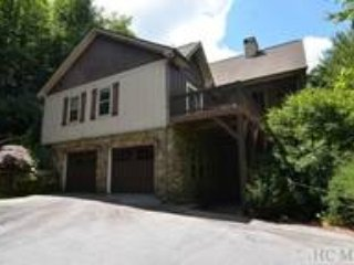 Newer large mountain home, Gated Club, new hot tub, new gas fireplace