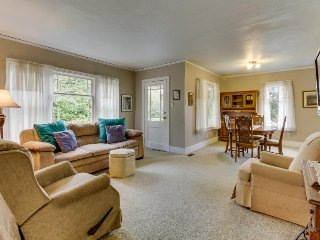 Cozy, peaceful home w/ yard only a short distance from beach & natural beauty!