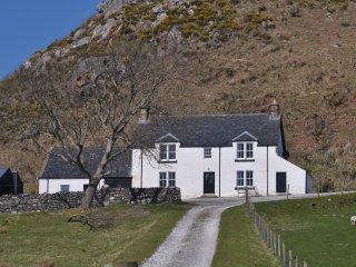 SU301 Cottage in Lochinver