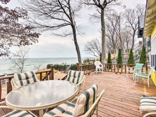 NEW!Lakefront 4BR Holland Cottage w/ Private Beach
