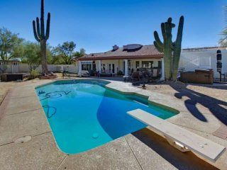 Quiet Private Desert Oasis! Perfect for entertaining! Heated Pool and Spa, Close