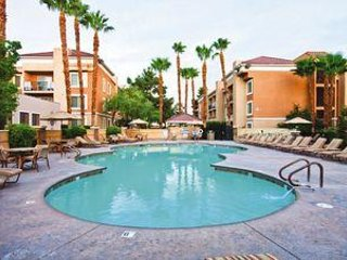 Cozy Suite Near Vegas Strip w/ Private Balcony, Free WiFi & Full Kitchen