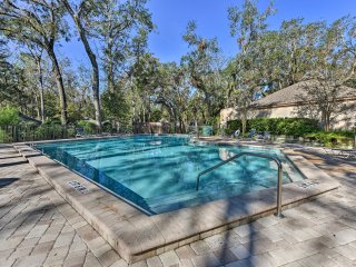 NEW! 2BR Fernandina Beach Villa w/ Pool Access!