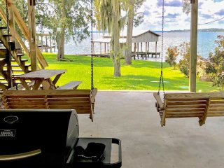 Lakefront Livingston Home w/ Boat House & Kayaks!