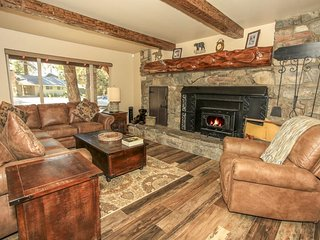 HIGHLY CUSTOMIZED 5 BDRM, HOT TUB, GAME ROOM, CLOSE TO SKIING AND LAKE