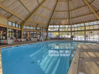 Tannersville Townhome w/Pool Access Near Camelback