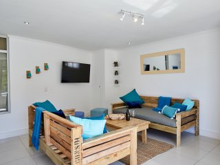 Spacious beach apartment in Hout Bay