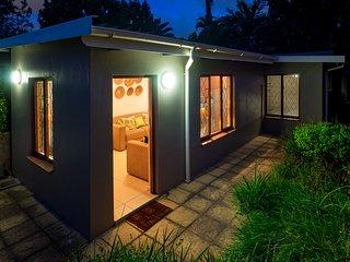 Safe & Secure Private Garden Cottage In Convenient Glenwood