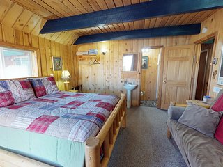 Beautiful Lodge, Timber Trek Room, Animal Sanctuary, Healing, Rescues
