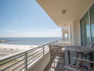 Beach Condo w/ Wrap Around Balcony, WiFi, Resort Pool & Gym Access