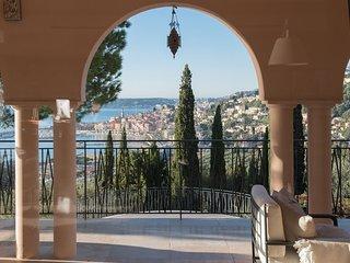 Villa Philae, appartement-villa de luxe avec vue mer exceptionnelle et piscine