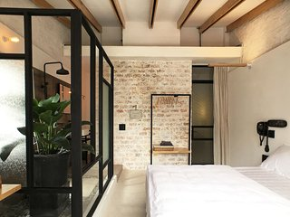 BEAUTIFUL AND SUNNY LOFT IN CENTRAL HCMC