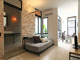 Stylish 2B Apartment Gem - Just Walk Everywhere!