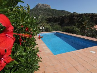 VILLA CON PISCINA PRIVADA CERCA DE LA PLAYA Y PARKING.(A0516)