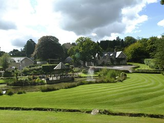 Widcombe Grange, for house parties, outdoor pool & hot-tub for 24