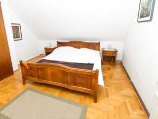 Guesthouse na Griču - Family Room with Private Bathroom