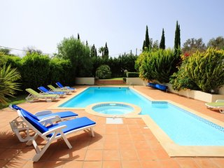 Luxury 5 bedroom villa in Sao Lourenco near Almancil