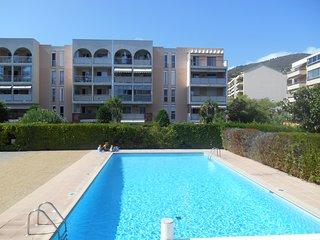 Appartement 'Les Prés Fleuris' avec piscine, proche de Cannes et des plages