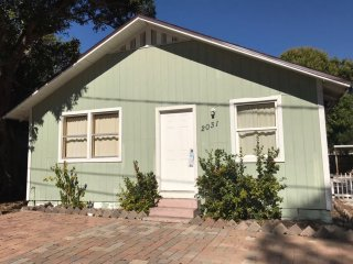 Nice & Comfy  HOUSE 3br,1bath close DOWNTOWN Area,  LIDO Beach