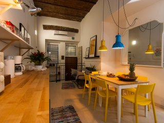 The Yellow house cozy apartment in Rome city center, near Termini