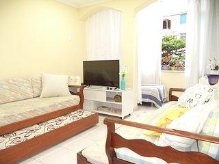 Excelente 3 quartos (até 9 pessoas), passos da praia Copacabana, ar-condicionado