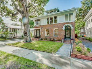 ★ Spacious Luxury Historic Home With Pool ★