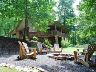 Tranquility-Private, Hot Tub, Pet Friendly, Pool Table