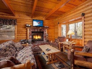 Cozy 3BR Home with Hot Tub & Huge Game Room - 1 Block to Snow Summit