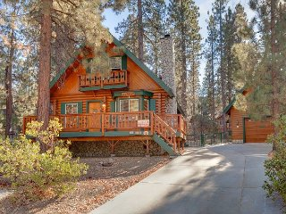 Cozy Home w/ Hot Tub & Huge Game Room - 1 Block to Snow Summit