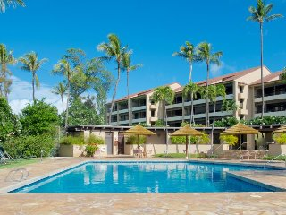 Charming condo w/ shared hot tub & pool - walk to the golf course and the beach