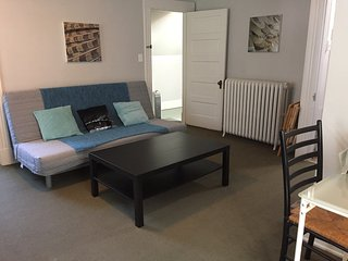 Studio Apartment - walk to Uptown and MU, perfect for Miami parents