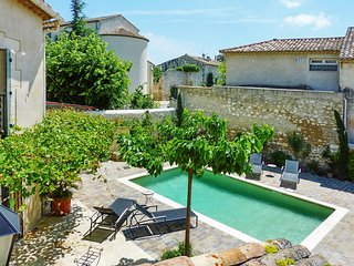 Stunning house in Mollèges, Provençe, with pool and verdant garden
