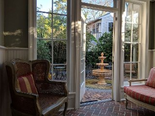 Luxury Living Savannah: Last Minute Deals! Washington Square House