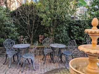 Luxury Living Savannah: Bargains!! Steps to River Street