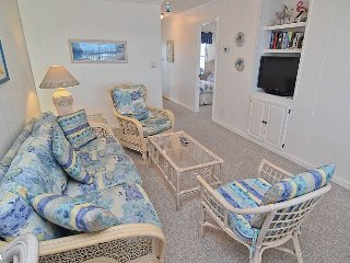 Sea Dream - Quaint Oceanfront Home with Great Views and Tasteful Interior