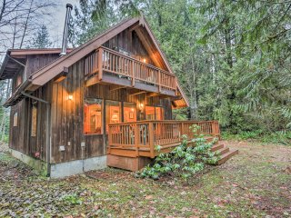 NEW! Cozy 3BR Glacier Cabin w/ Private Hot Tub!