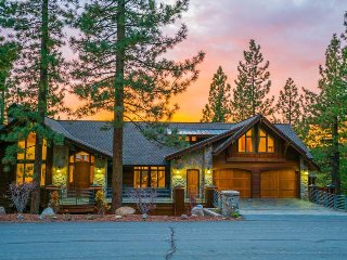 Spacious, lake view home with sauna, fireplace, balconies - Eaglewood Cabin