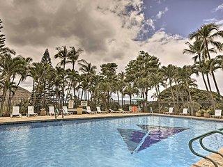 Makaha Studio Condo w/Pool - 3 Mins. to the Beach!
