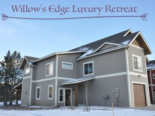 Brand New Willows Edge Luxury Retreat - Free Activities/Great Views/Hot Tub