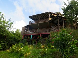 ZANDOLIE, a wooden house with view , 200 yards from a exclusive caribbean beach