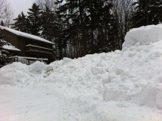 Hideaway Chalet Comfort for 24 close to ski slopes walk to restaurants HOT TUB