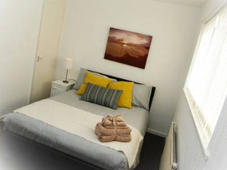 Wow- Sleeps 6, carparking and spacious house