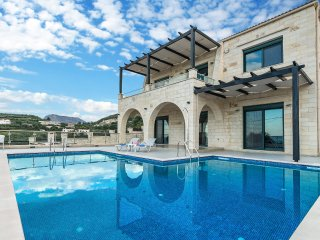 Private pool ★ Stone Villa ★ Sea View