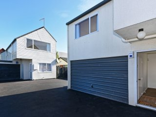 Sunny Christchurch Townhouse